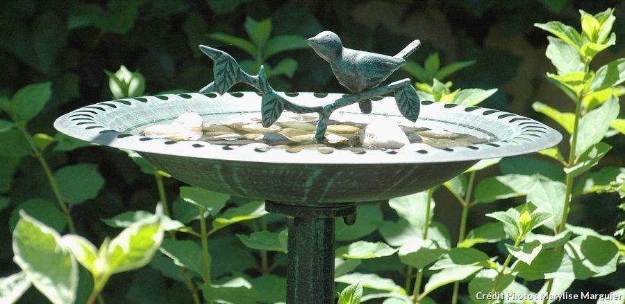 20 id es d co pour le jardin abreuvoir oiseaux oiseau for Oiseau decoration jardin