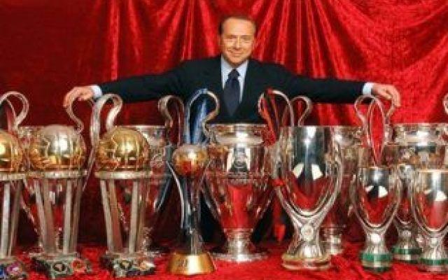 """Berlusconi saluta i tifosi del Milan: """"Presto torneremo a festeggiare"""" Silvio Berlusconi saluta il Milan, in attesa del closing con la nuova cordata cinese il presidente rossonero coglie l'occasione per salutare i suoi tifosi scrivendo loro un messaggio sul suo profilo  #milan #berlusconi #calcio #calciomercato"""