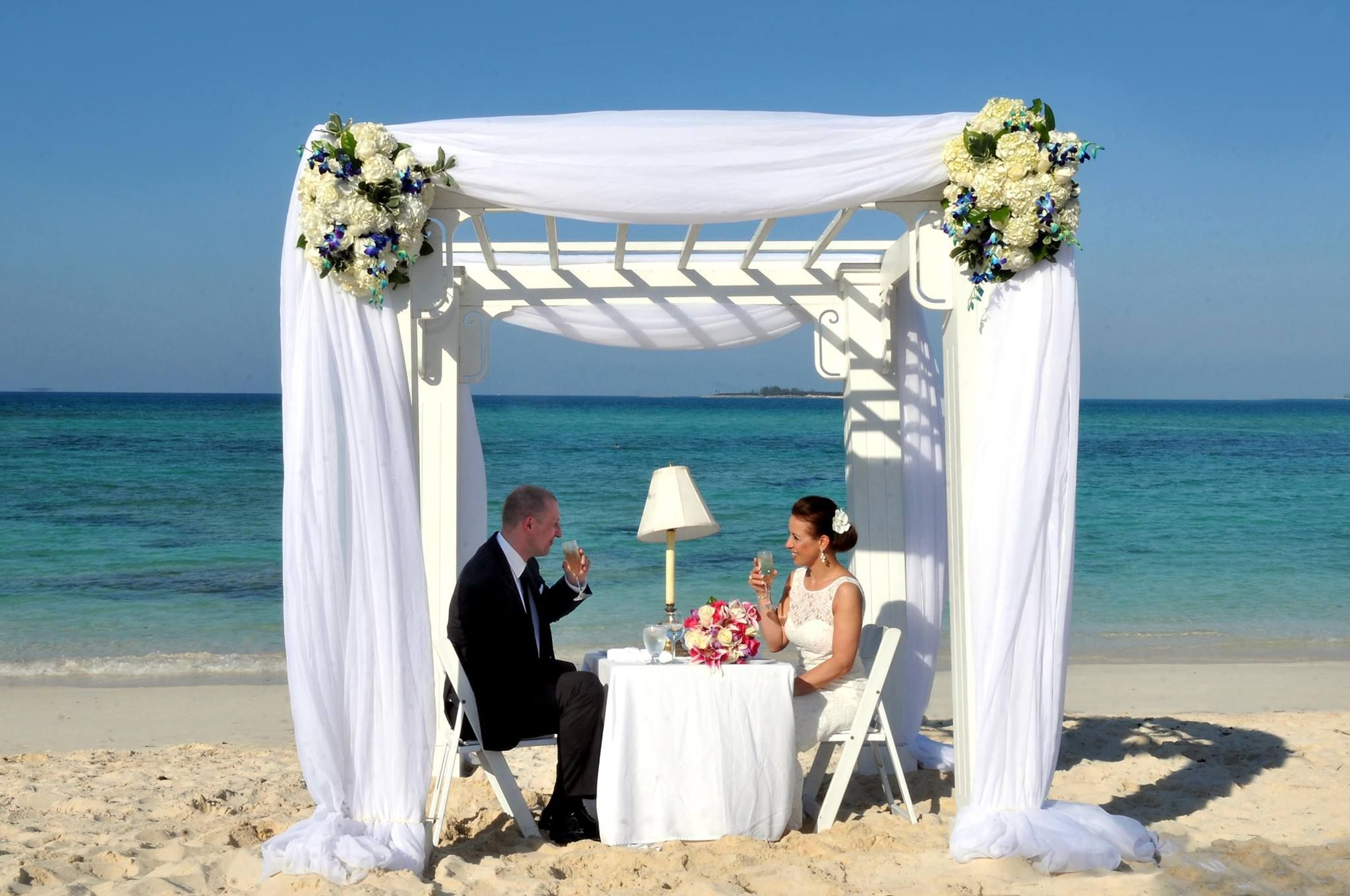 What A Cute Photo And Even Cuter Couple At Their Bahamas Wedding Bahamas Wedding Wedding Photo Gallery Island Weddings