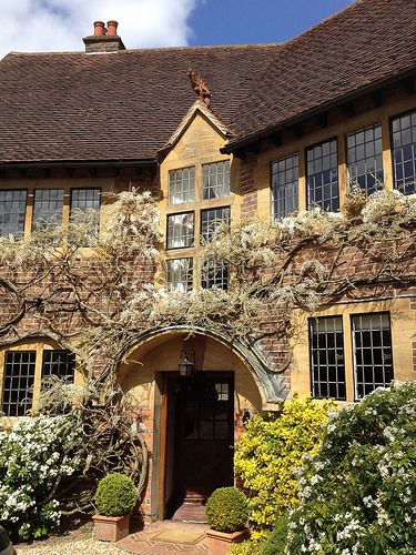 Arts And Craft House Surrey England Arts And Crafts Interiors Arts And Crafts House Arts And Crafts Furniture