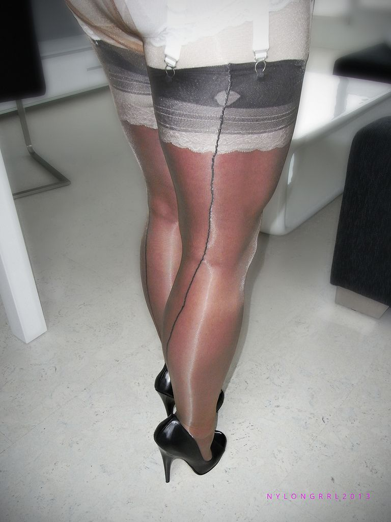 Pin von Dutch Nylons and heels nylonfetish auf stockings Kyra