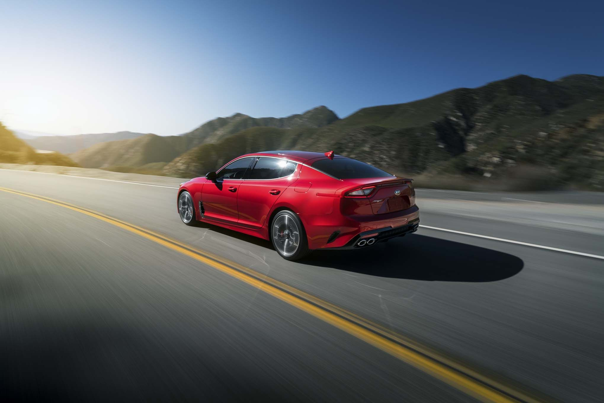 2018-Kia-Stinger-GT-rear-three-quarter-in-motion-02.jpg (2039×1360)