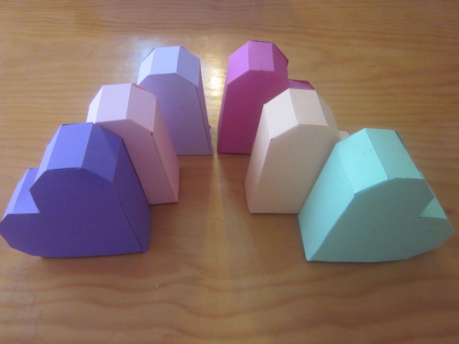 Patrones y video tutorial de estas preciosas cajas en forma de corazón.
