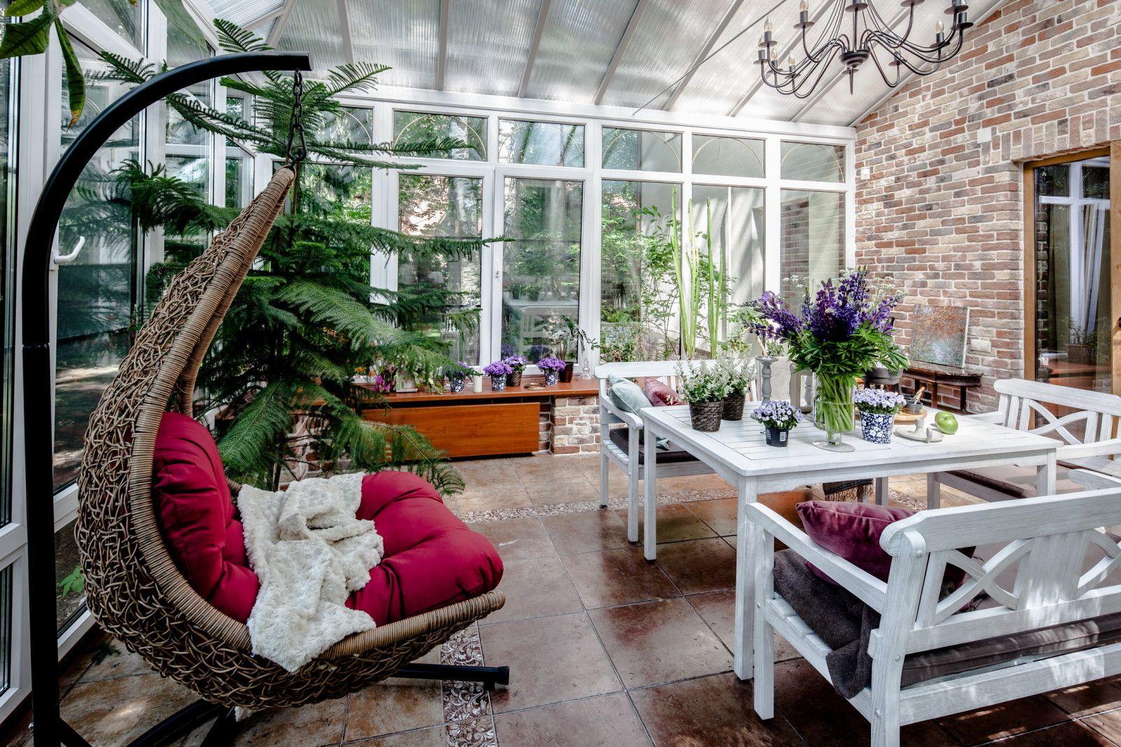 Фото из статьи: Уютный дом площадью 220 метров с камином и зимним садом