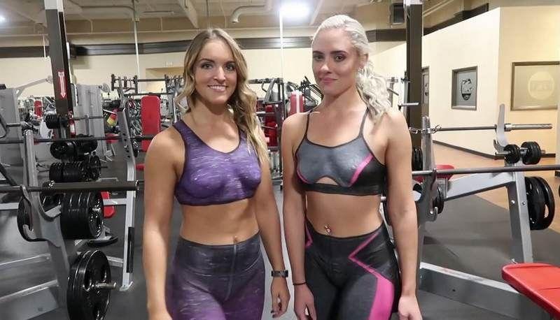 nackte-menschen-mit-gemalten-kleidern-an-topless-maedchen-gewichtheben
