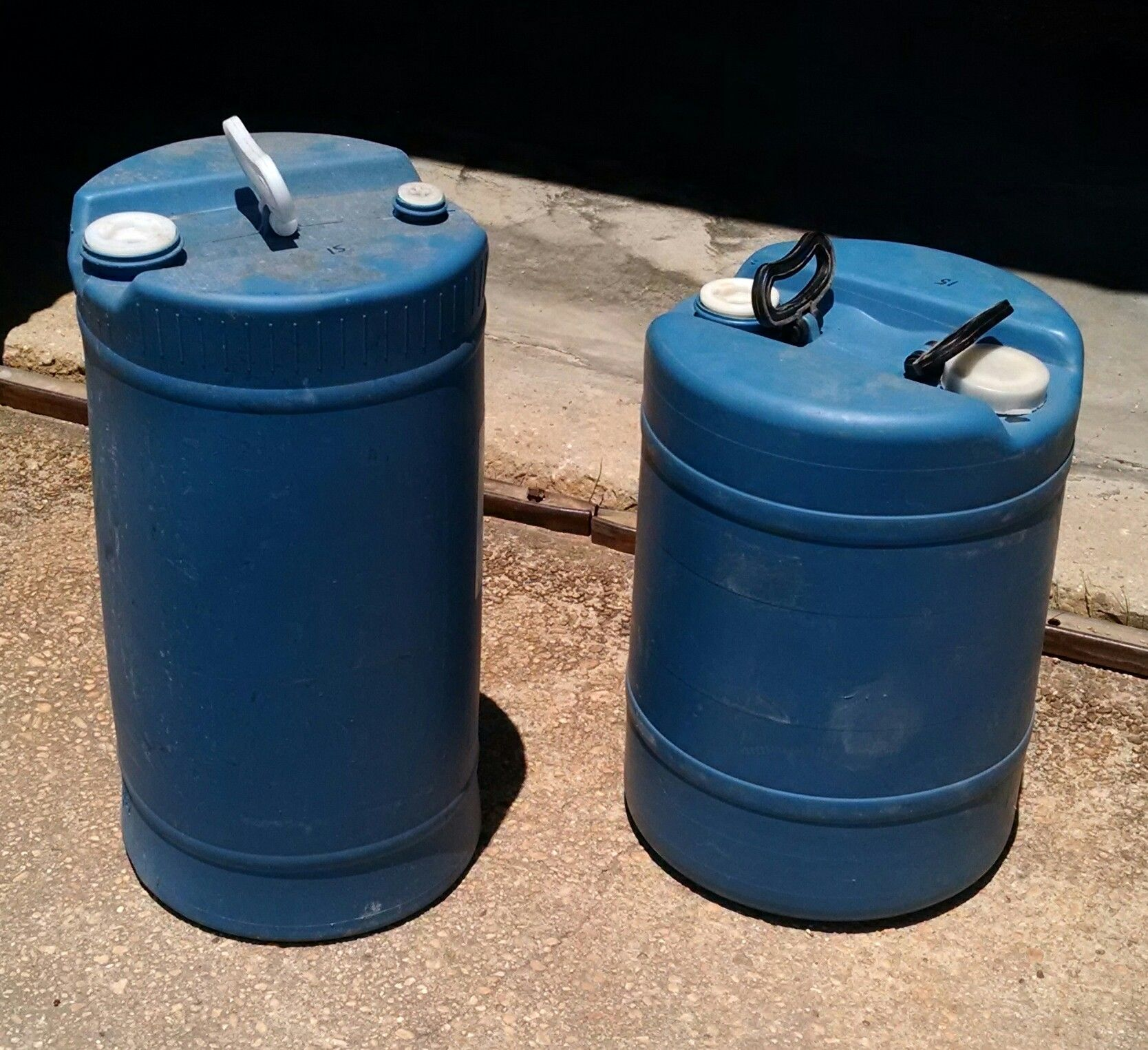 15 gallon plastic jug closed top vented with handles 15 gallon