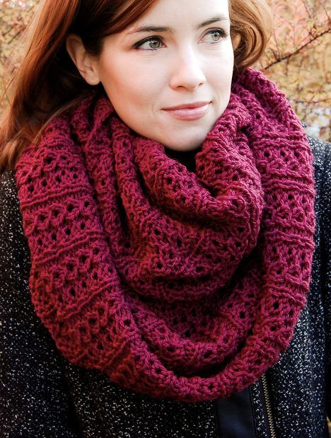 Simple Knitting Pattern For Infinity Scarf : Free Knitting Pattern for Stockholm Infinity Scarf - This cowl features a com...