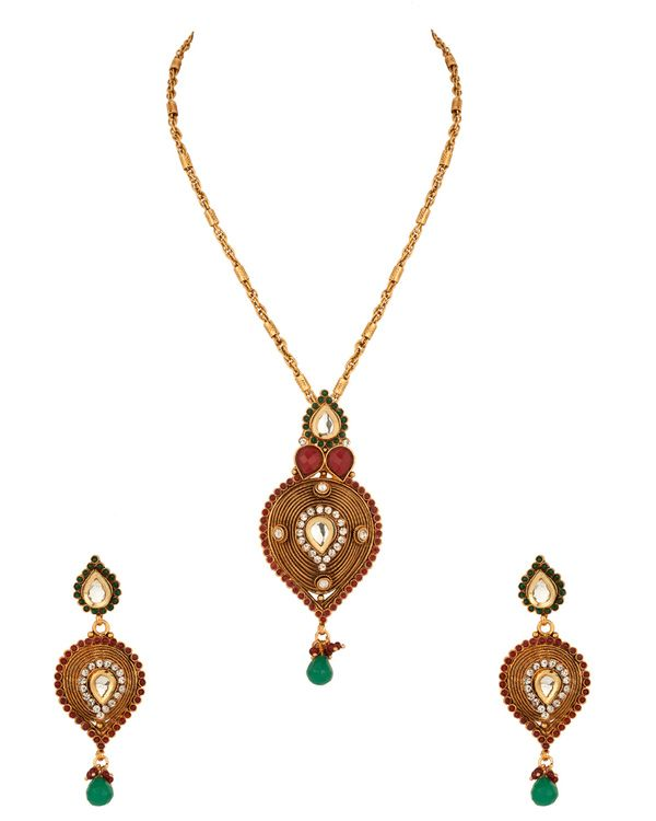 Pendant Set With Intricate Wired Detailing, Stones, Gold Plating