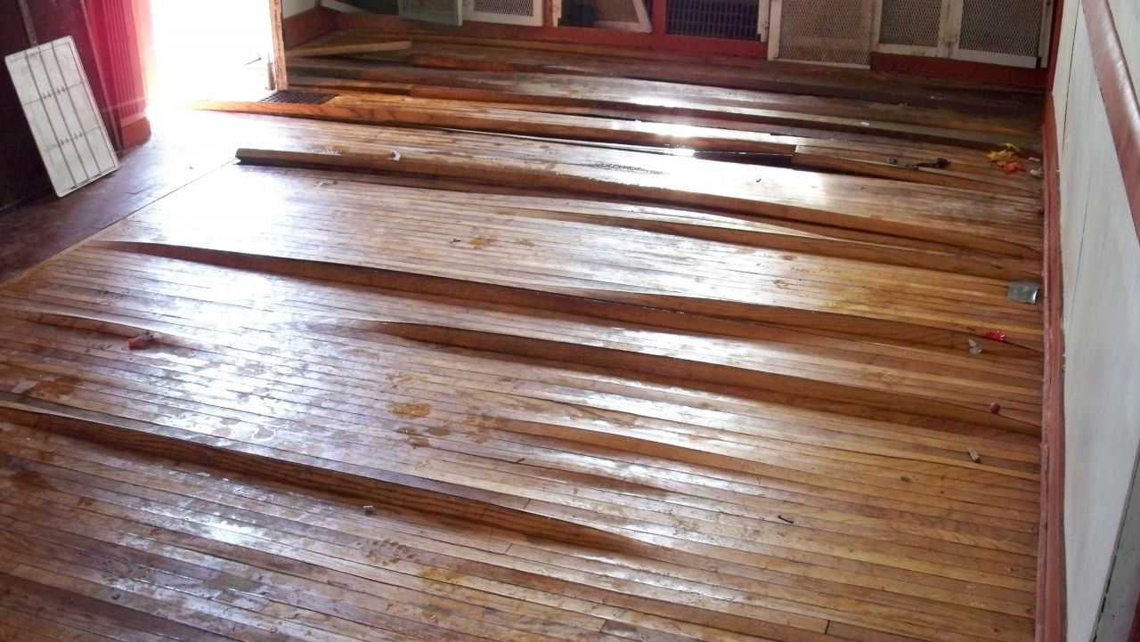 Repairing Laminate Flooring Water Damage In 2020 Flooring Flooring Cost Laminate Flooring Prices