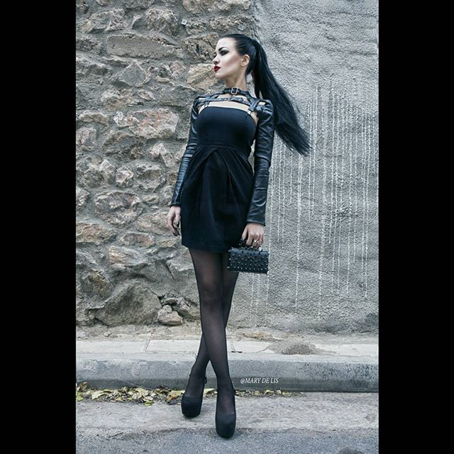 My favorite leather bolero @punkrave.official combined with a little black dress and a spiked bag