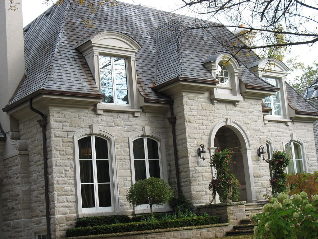 Indiana limestone buff sawn coursing zoom house for Limestone homes designs