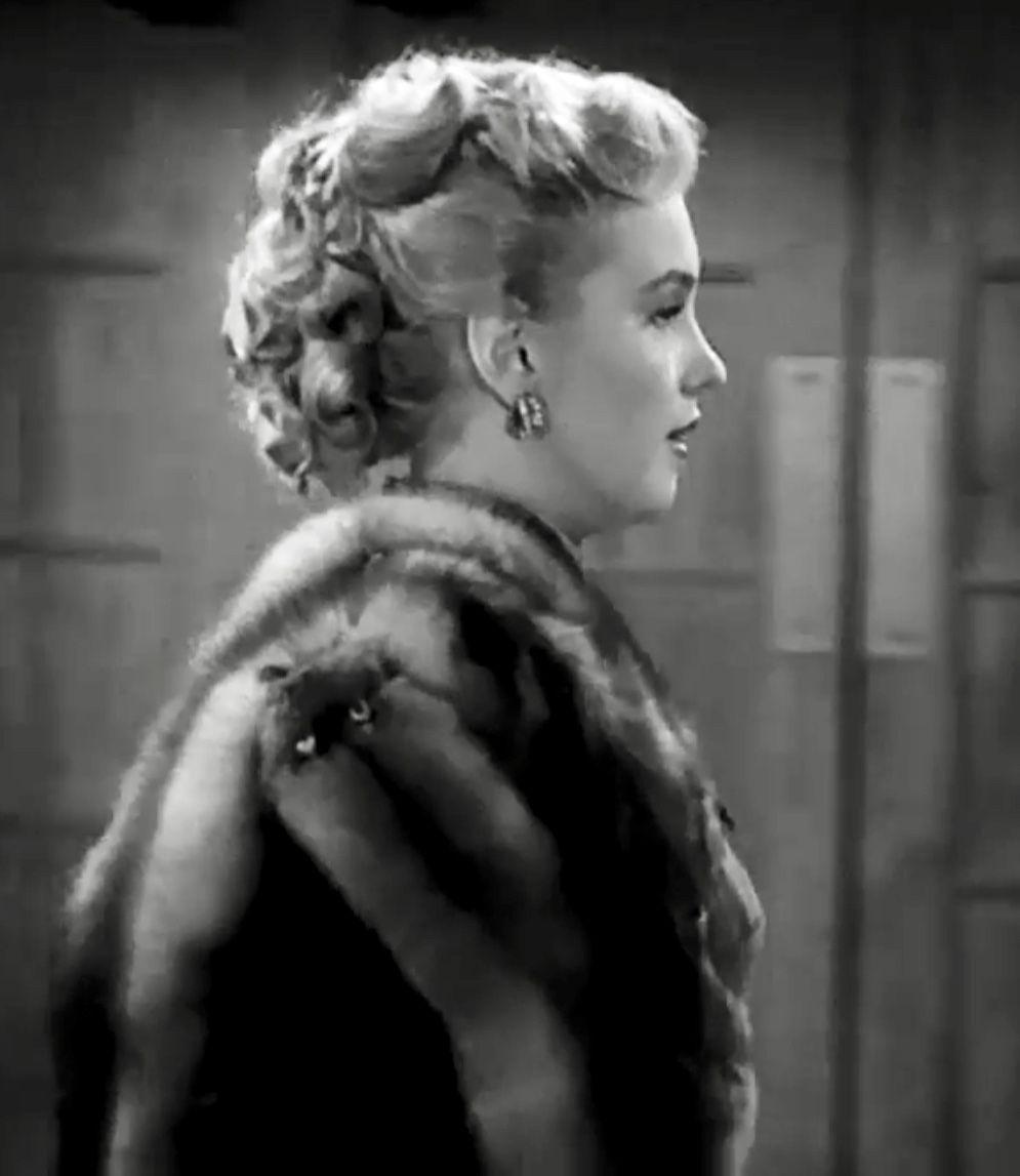 Lovelle Monroe