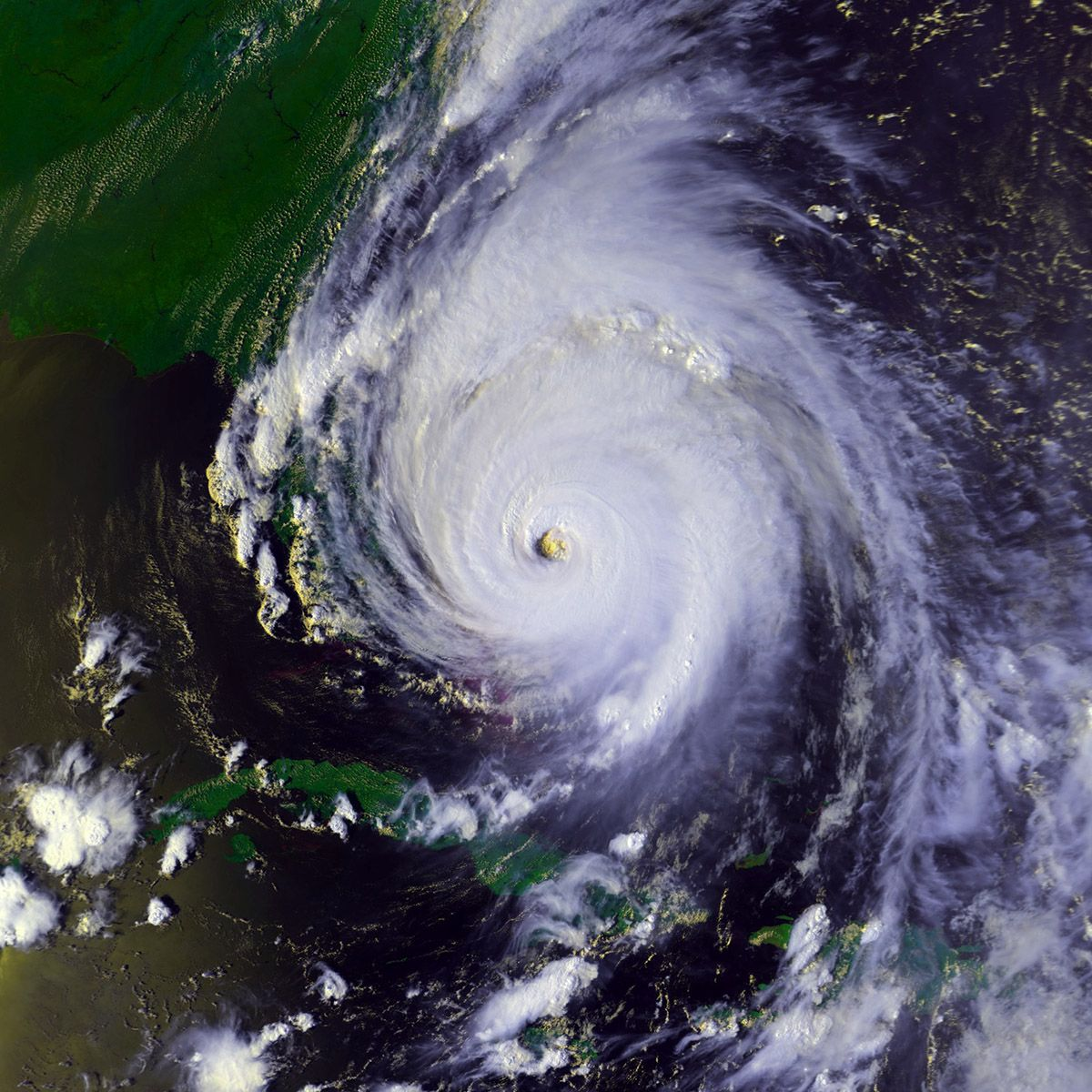 Hurricane Floyd Damage Billion Usd 6 9 Season 1999 Category 4 Deaths 56 Areas Affected The Bahamas Hurricane Floyd Atlantic Hurricane Hurricane History
