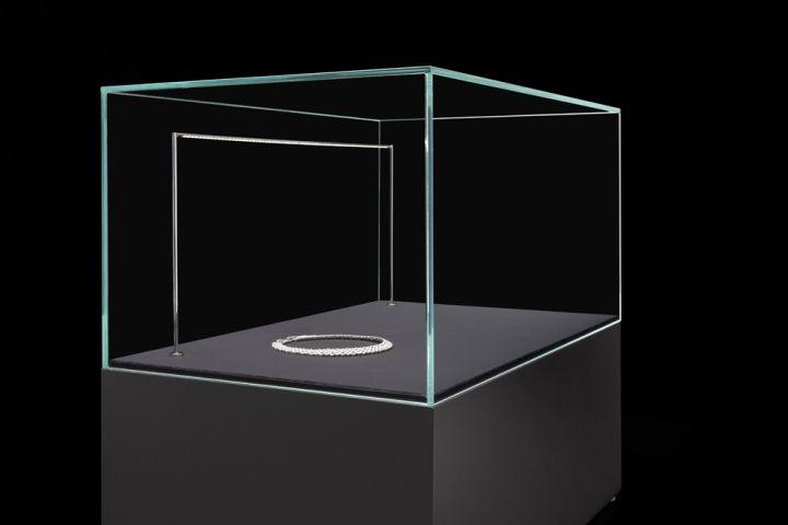 Illumini showcase lighting by Blocher Blocher Partners for MOLTOLUCE » Retail Design Blog & Illumini showcase lighting by Blocher Blocher Partners for MOLTOLUCE ...