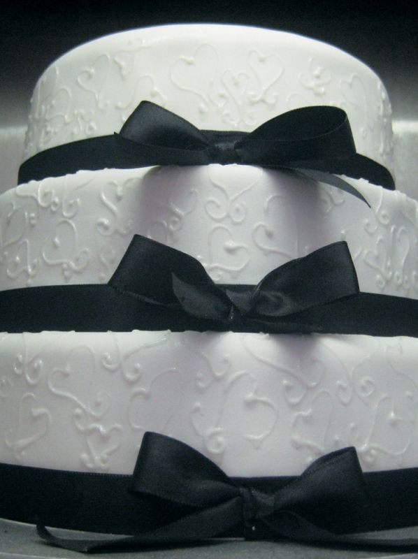 #Cakespiration - Black Bows and White Hearts