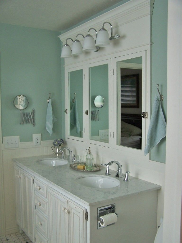 Love this vanity mirrors and light for this kids bathroom