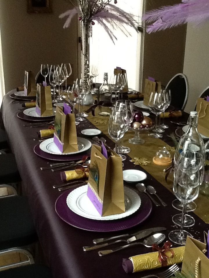 Christmas Tablesetting Purple And Gold Holiday Table Decorations Christmas Dinner Set Christmas Tablescapes