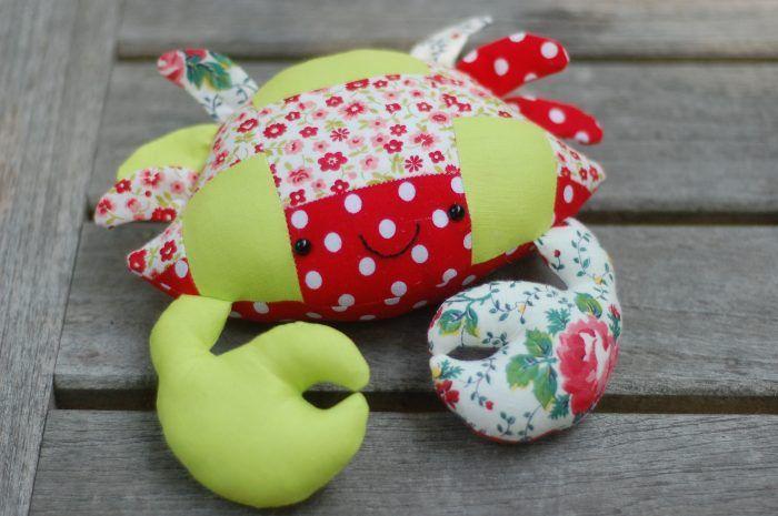 Casey the Crab Free Pattern in Patchwork | Stofftiere, Puppe und ...