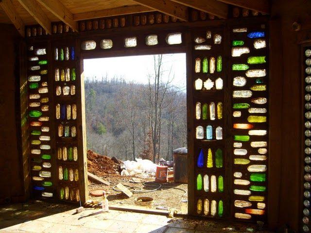 Pareti Con Bottiglie Di Vetro : Earthbag building round house earthships friends
