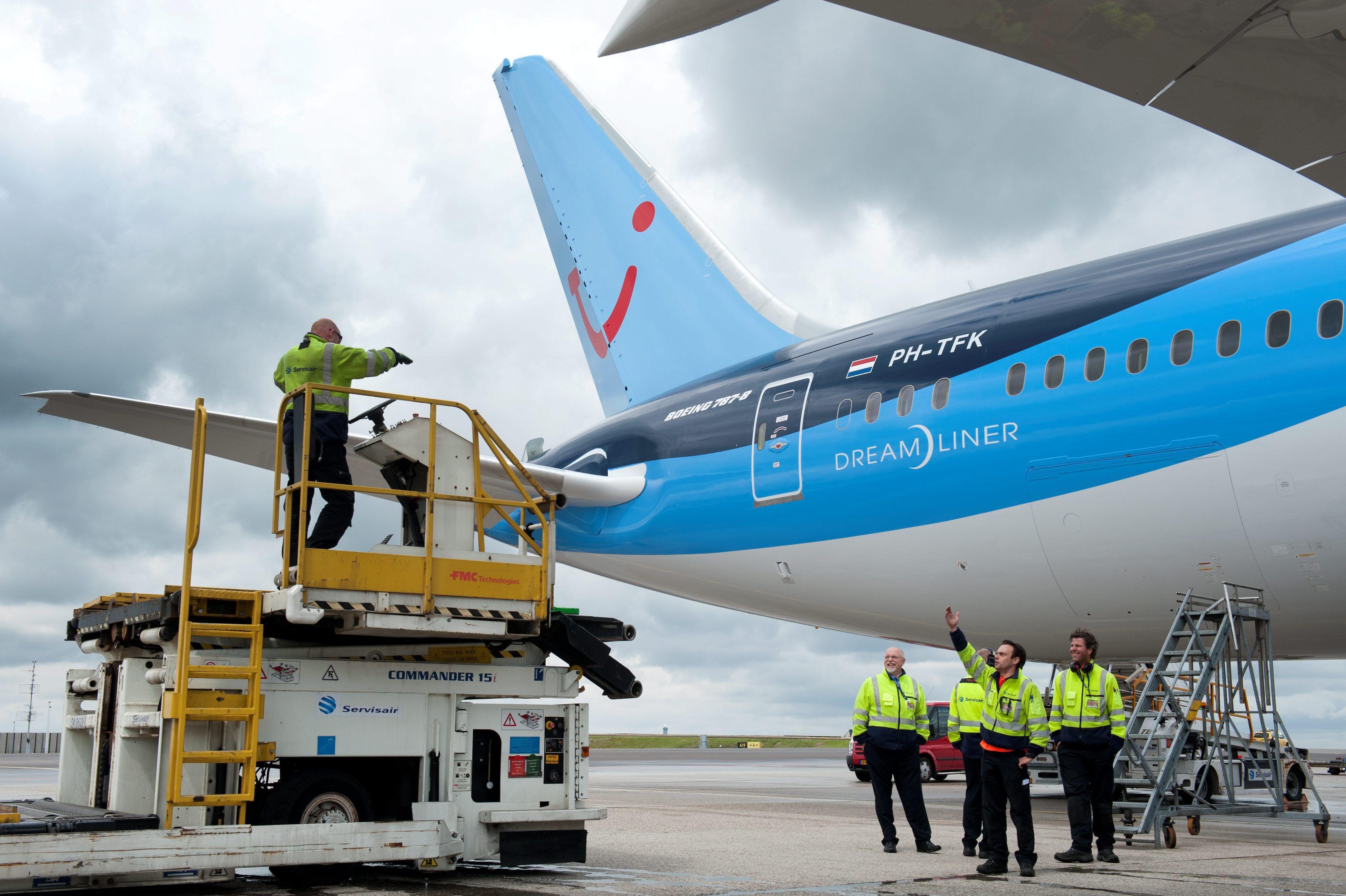 Bevoorrading Van De Tuifly Kist Vliegtuig Kist