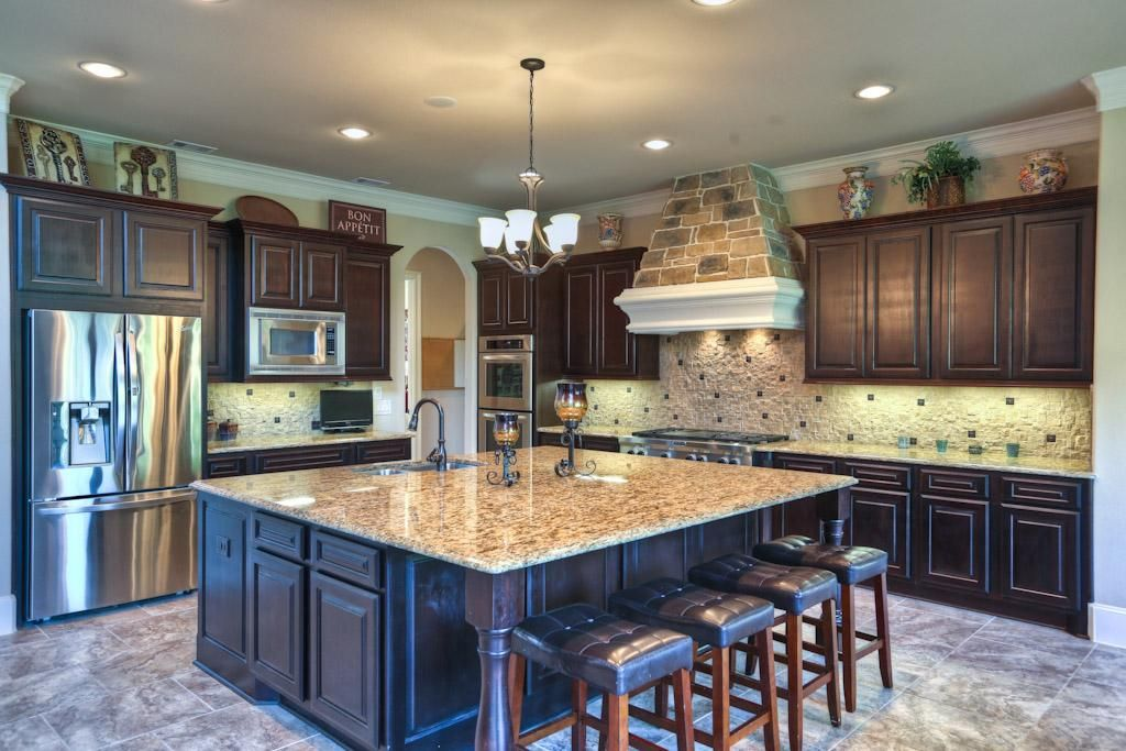 Beautiful Kitchen With Large Center Island Granite