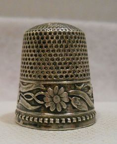 Antique+925+Sterling+Silver+Daisy+&+Vine+Thimble+by+Stern+Bros.+Co.+*Circa+1900s+