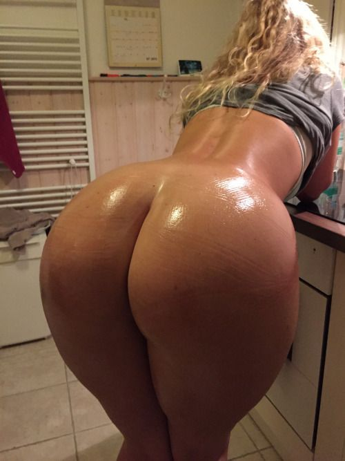 Milf oiled ass