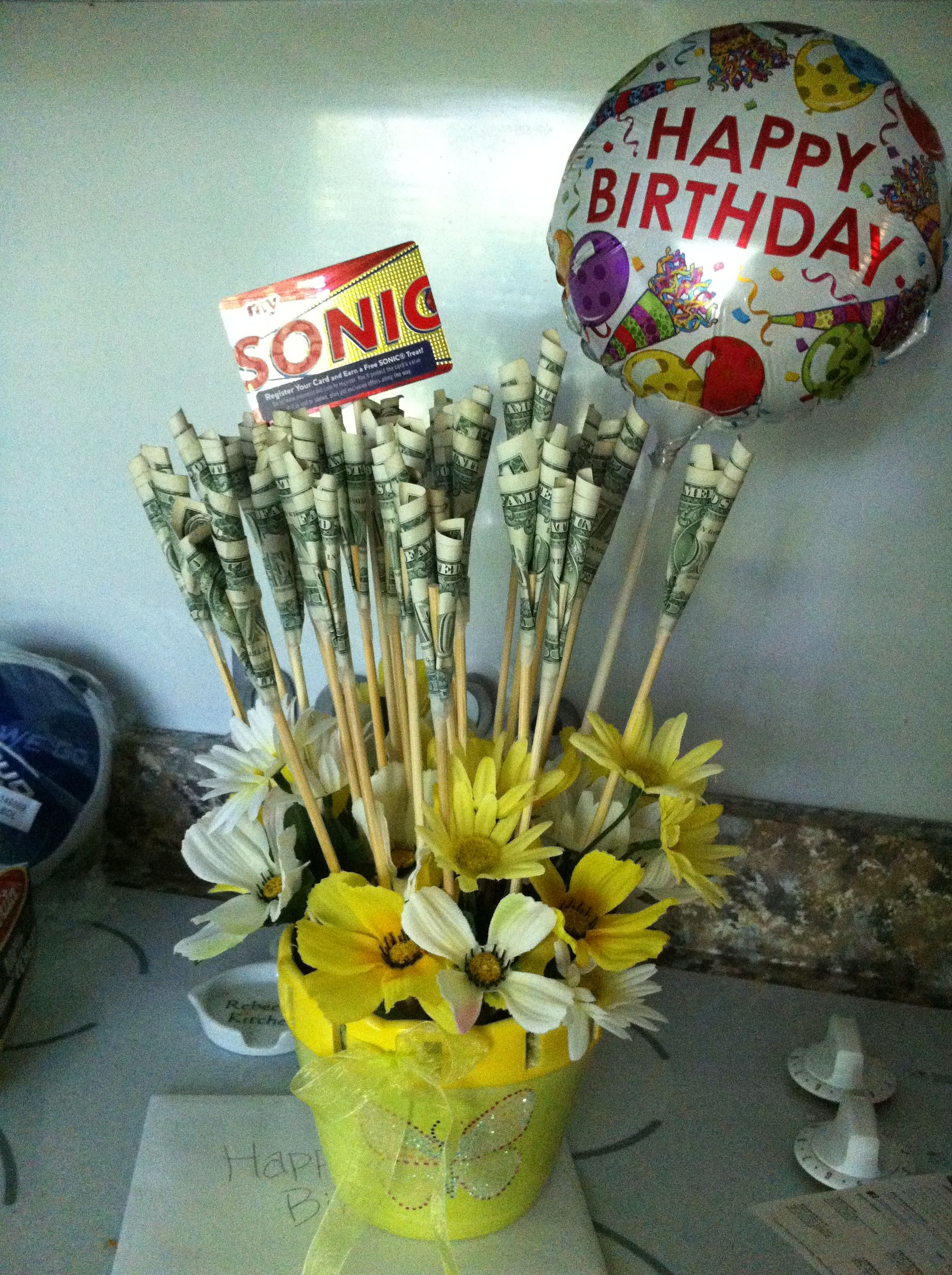 Birthday Money Bouquet I Want This With Roses And Without The Gift Card Birthday Gift Cards Money Bouquet What Is Birthday