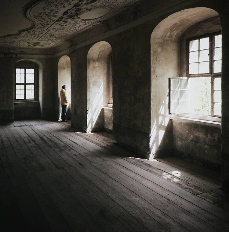 A Lonely Piano Empty Hallways Chipping Paint And Rays Of Light Shining Through Dusty Windows When Uwe I Abandoned Buildings Window Leaks Good Morning World