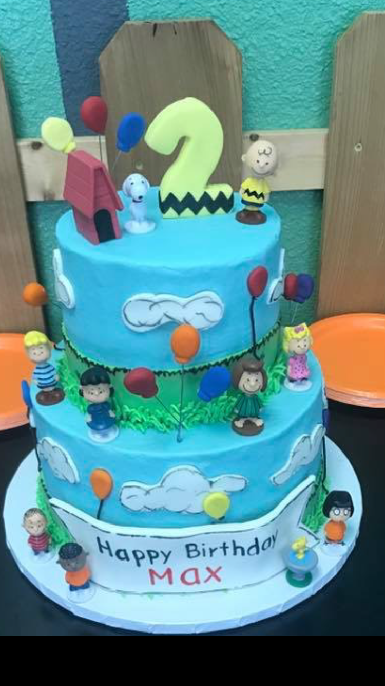 Peanuts Gang Birthday Cake snoopy CharlieBrown woodstock
