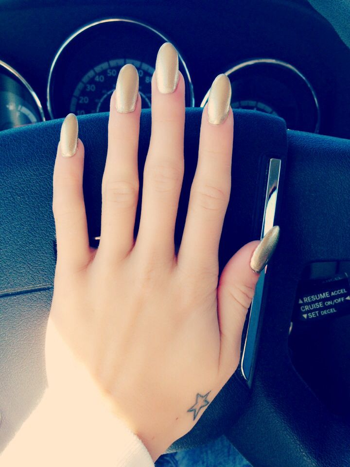 Long gold nails round claw | Makeup And nails | Pinterest | Gold ...