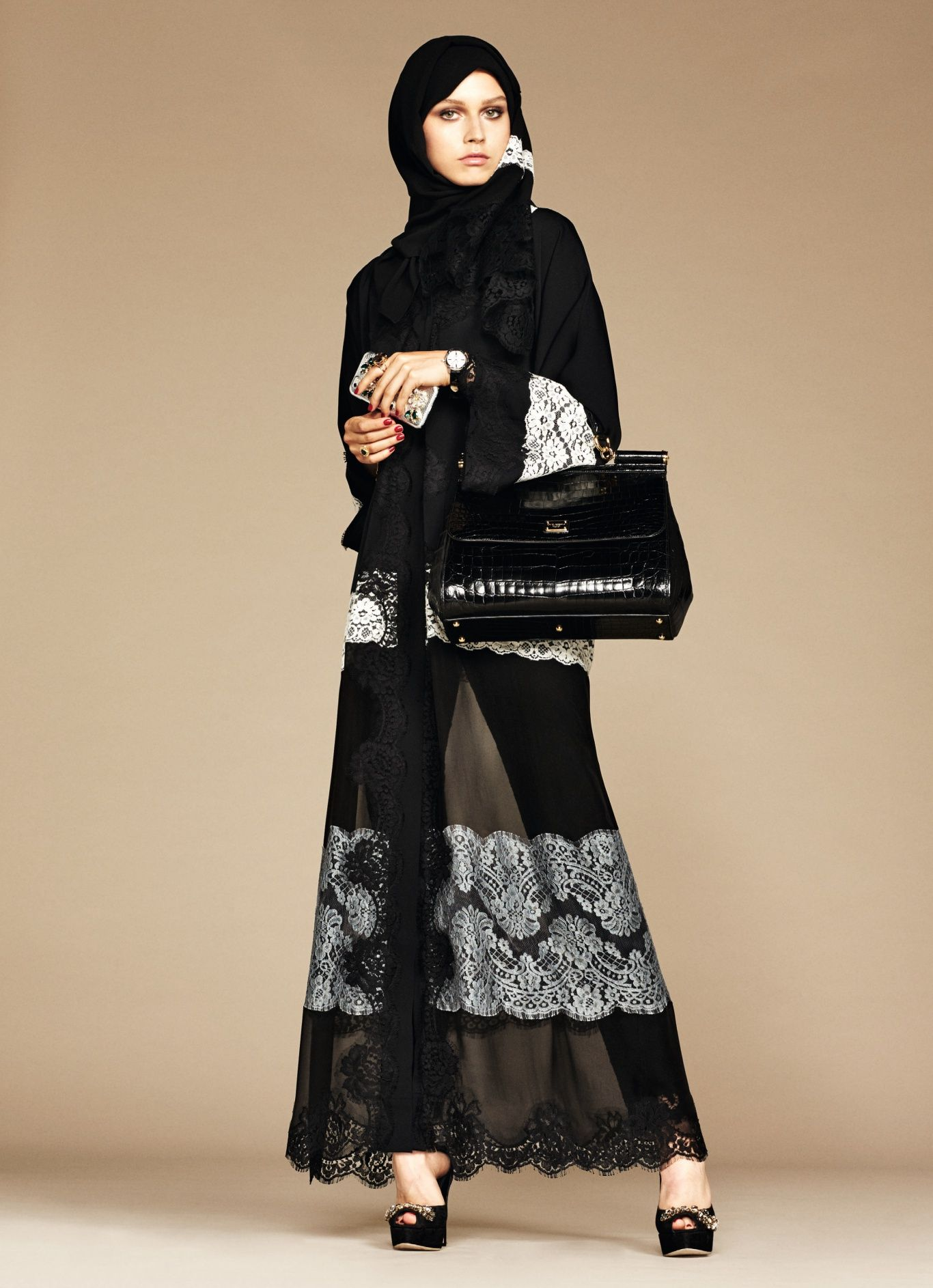 La collection exclusive Abaya et Hijab Dolce & Gabbana robe orientale