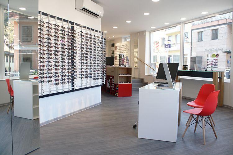 Optic Design Nos Realisations D Agencement De Magasin D Optique En 2020 Decoration Maison Magasin Optique Design