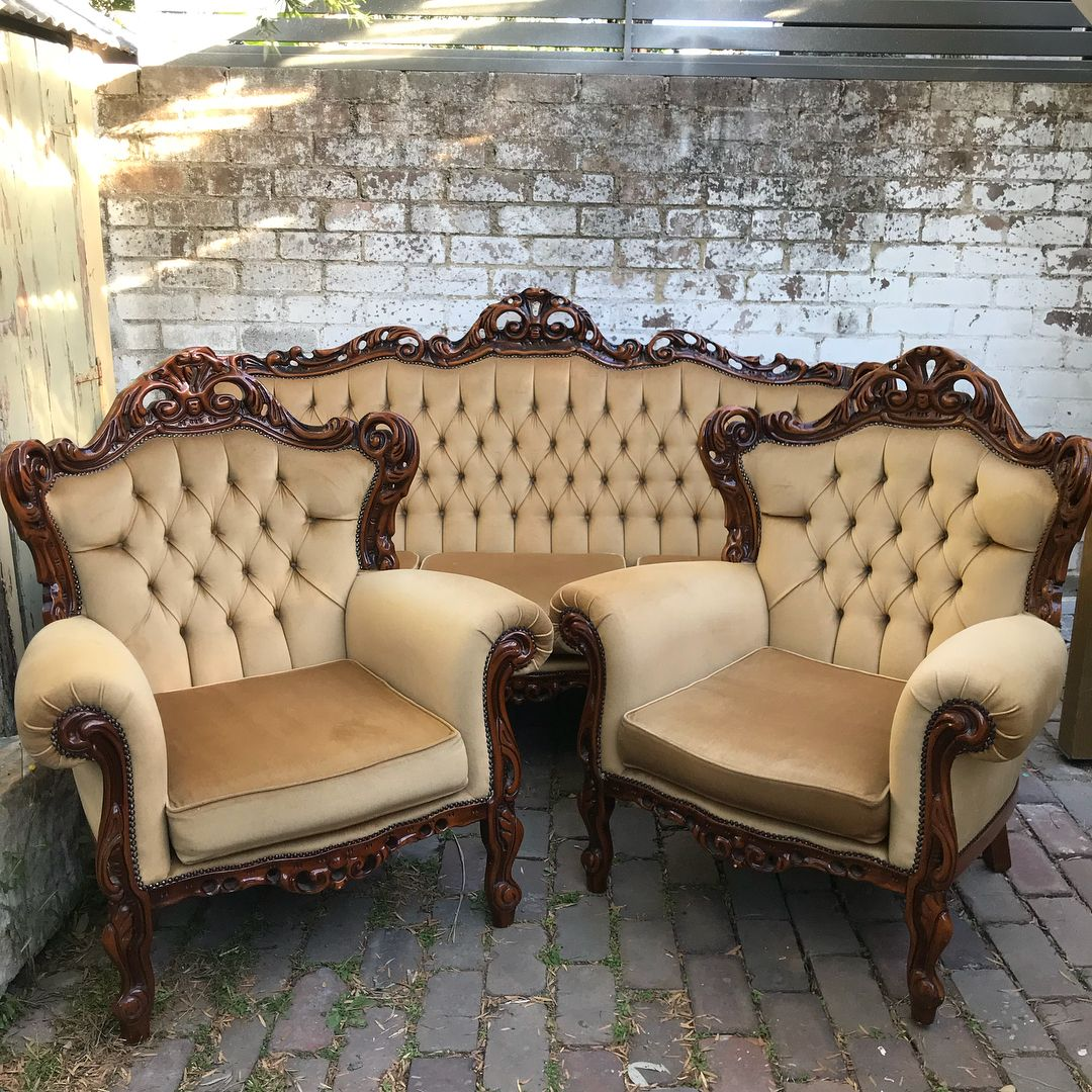 Oh me oh my! Stunning vintage French Provincial style sofa