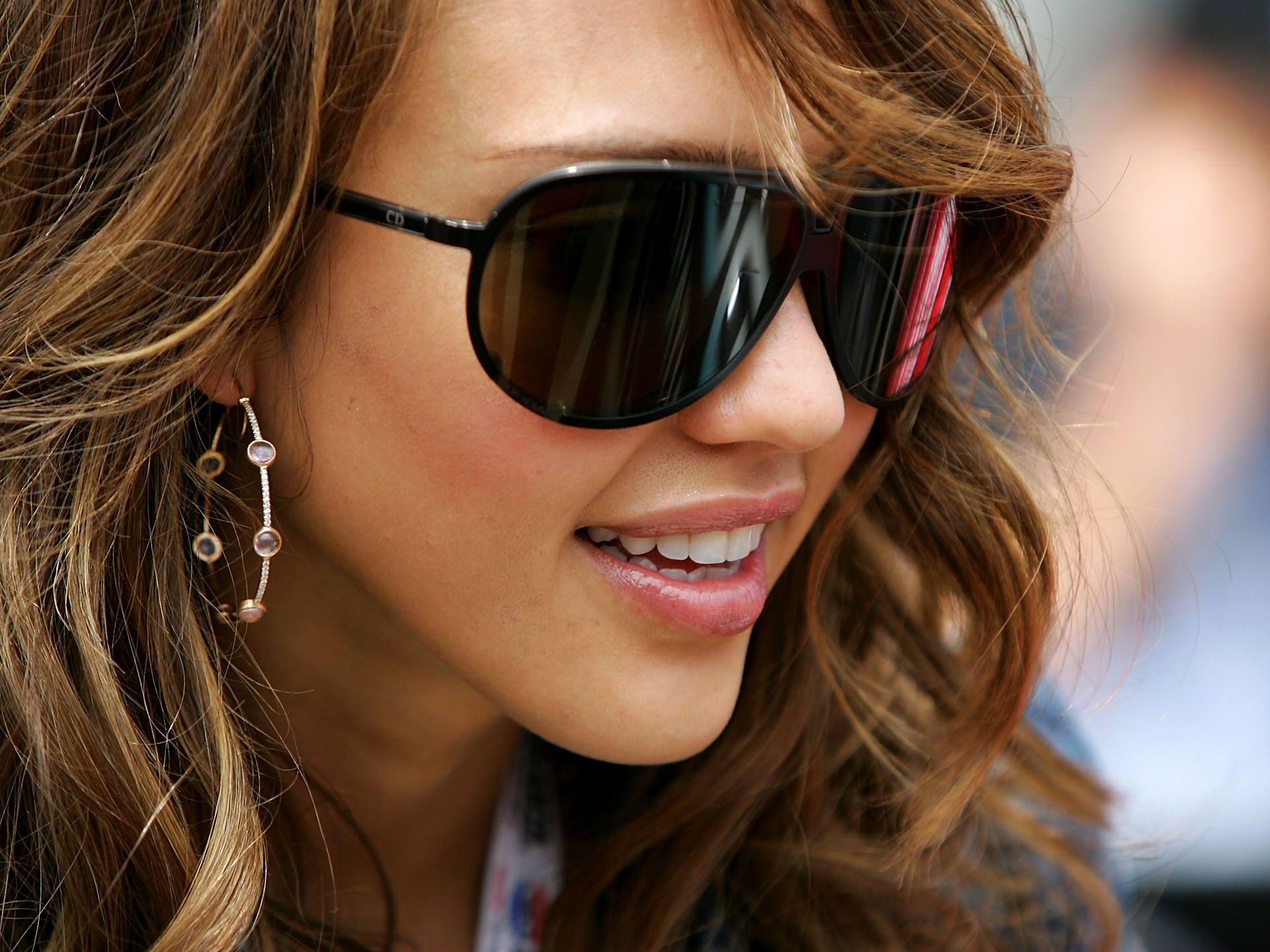 jessica alba oblong face shape sunglasses Accessories