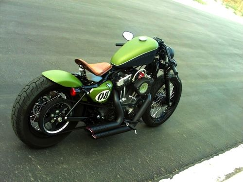 clean harley davidson cafe racer / bobber (click to see the actual