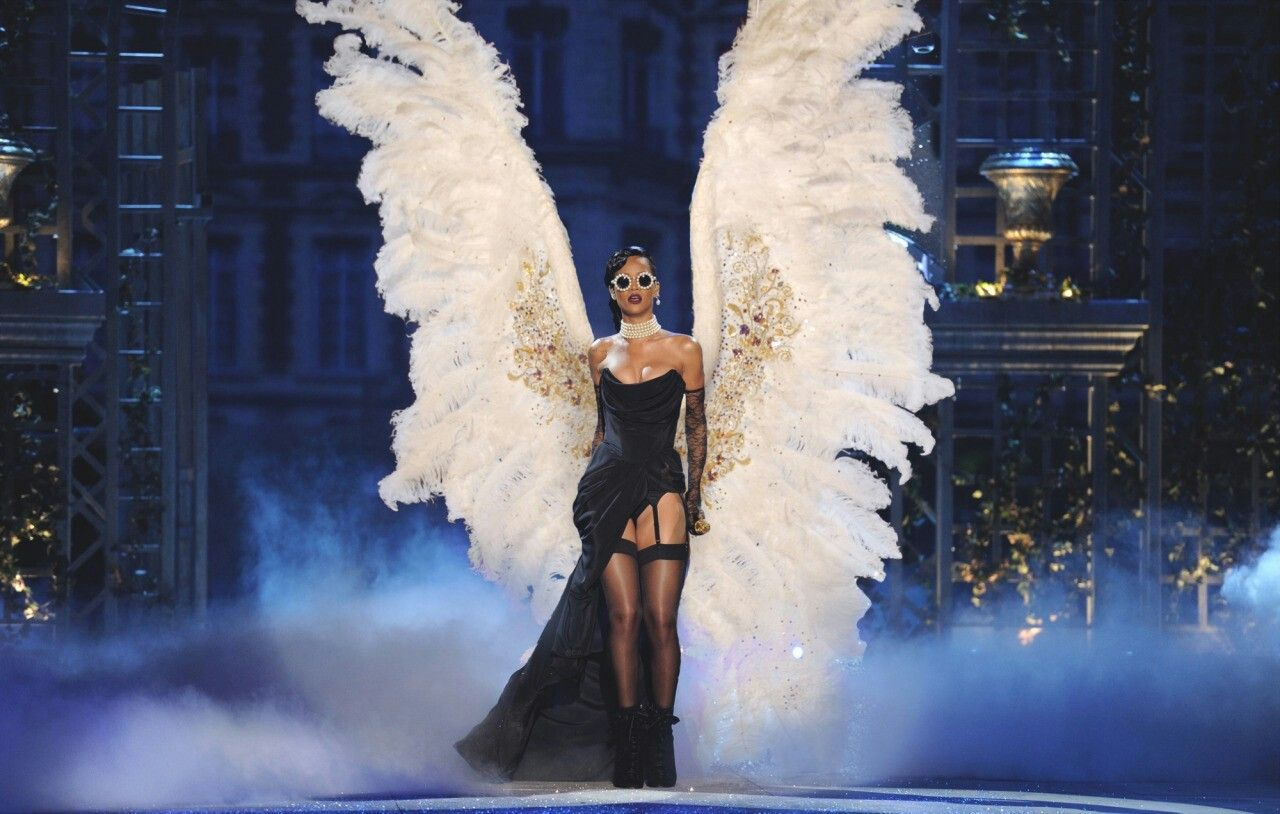 0cb60bc94899 Rihanna Victoria Secret Wings