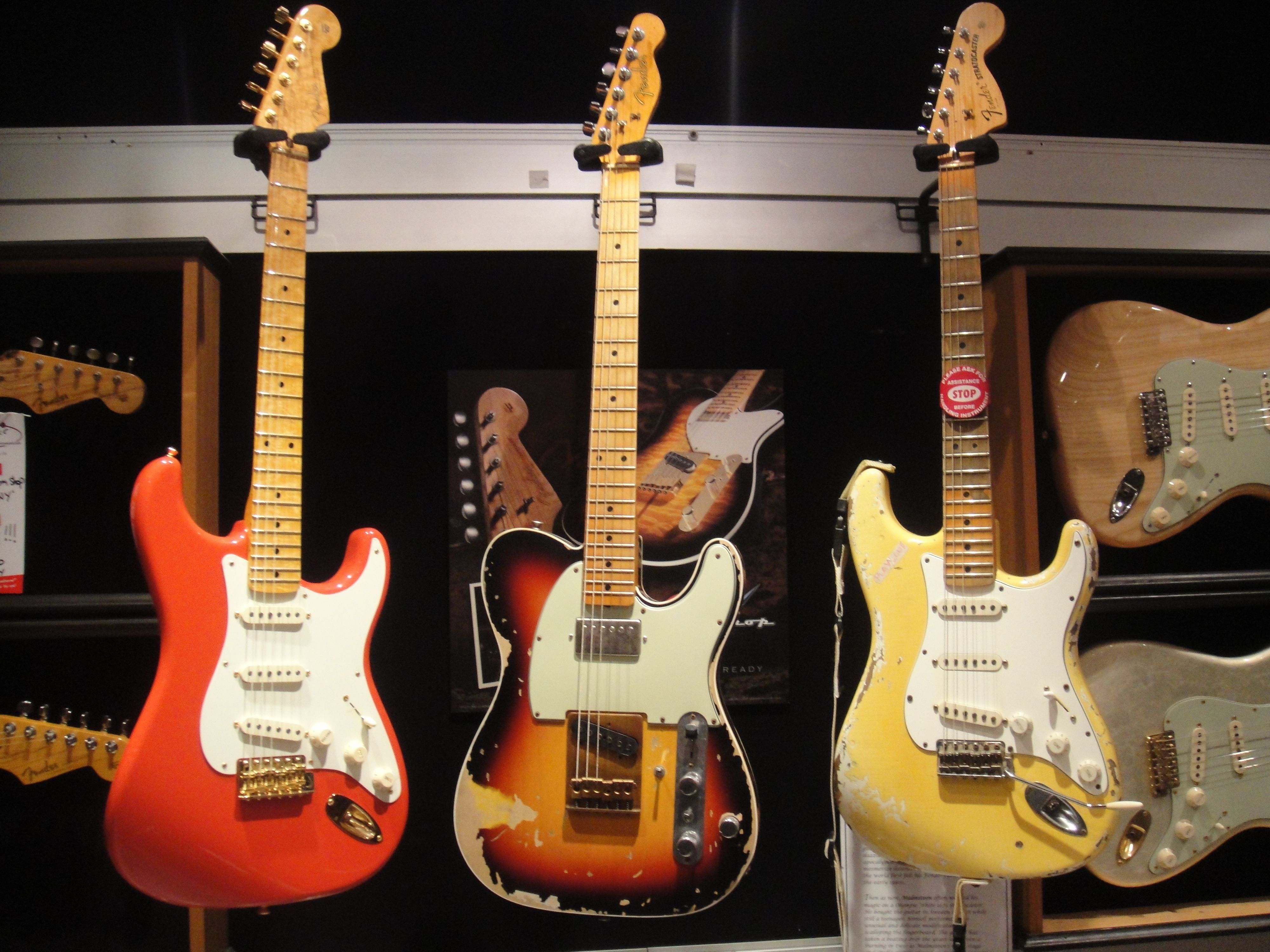 the fender andy summers tele yngwie malmsteen duck and a custom fiesta red 59 strat  [ 4000 x 3000 Pixel ]