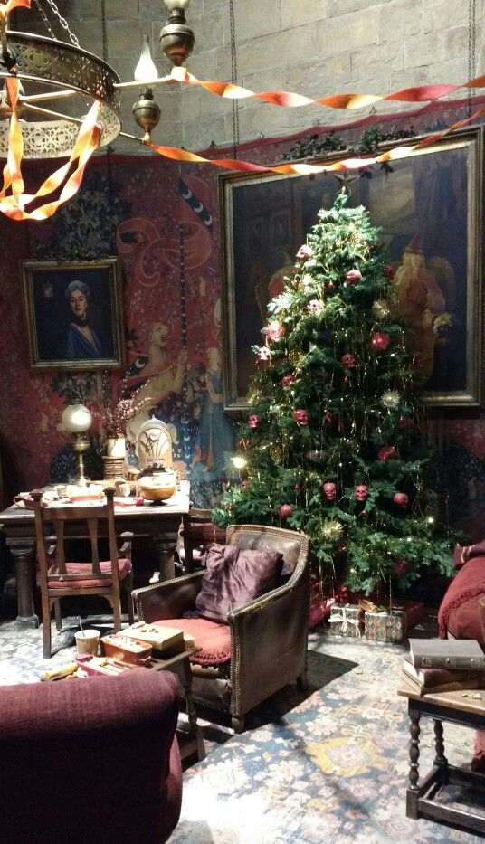 gryffindor common room at christmas