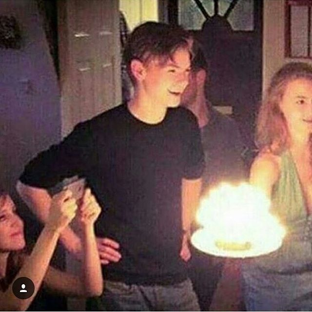Is that Bella over there on his right?? . . . . . . . . . #Thomas #sangster #thomassangster #thomasbrodie #thomasbrodiesangster #newt #tmr #themazerunner #tst #thescorchtrials #tdc #thedeathcure #Thomas #dylanobrien #minho #kihonglee #Teresa #kayascodelario #grievers #themaze #suckface #alby #gally #chuck #walls #ivy #frypan #pleasetommyplease #wicked #wckd #wickedisgood