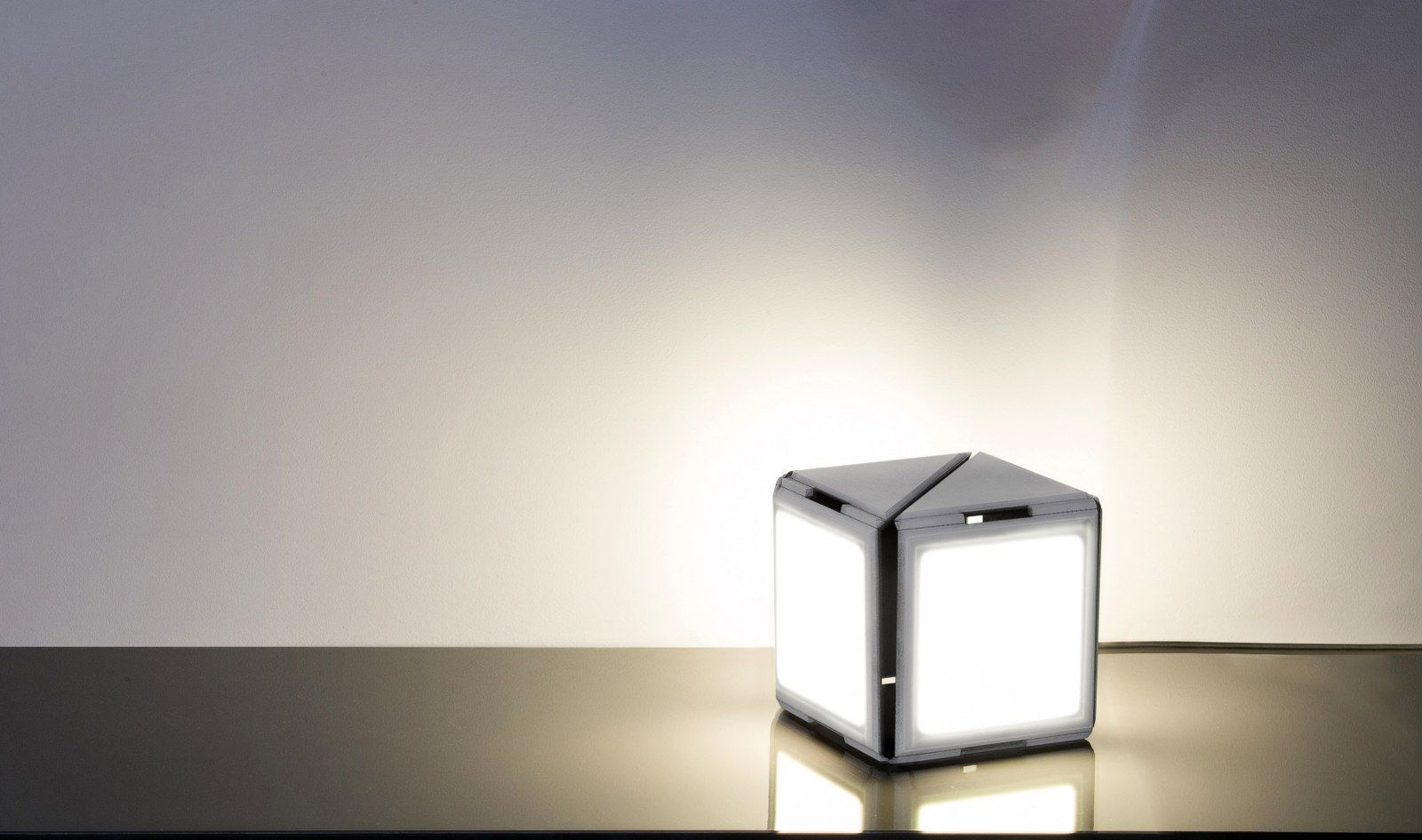 Oled Beleuchtung Dynamicube Ii By Giorgio Traverso Oled Lamps Lighting