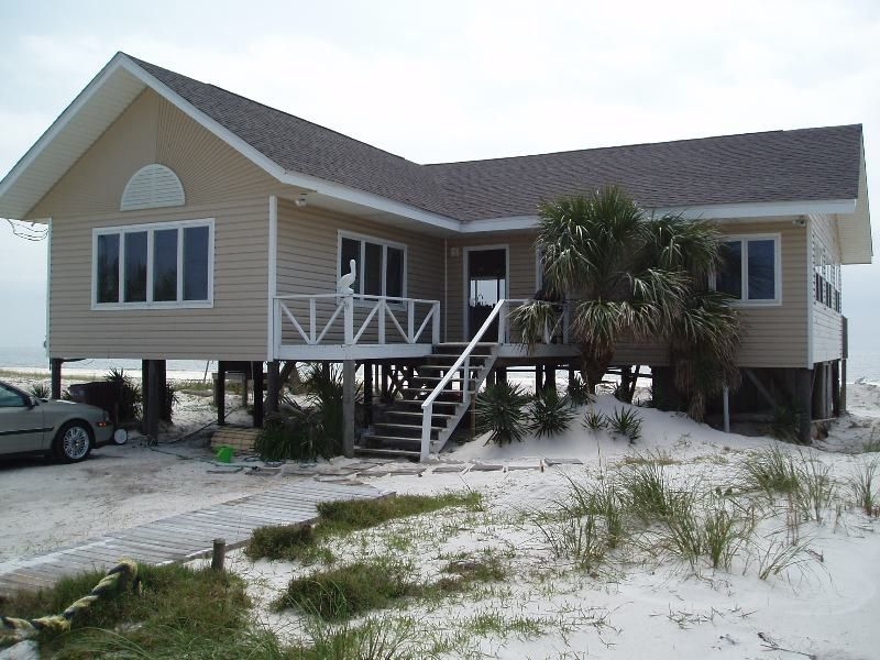 Alligator Point House Rental White Pelican Beach Front Home On Gulf To Bay Lot Homeaway Beachfront House House Rental Holiday Home