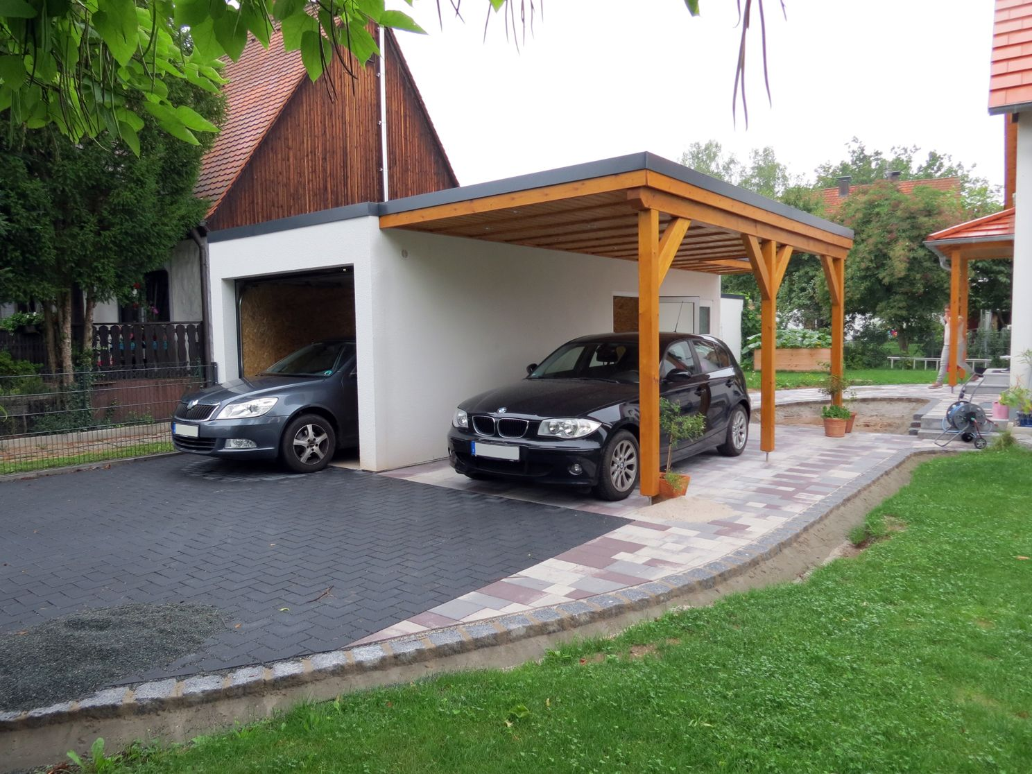 Holz Flachdach Abdichten Garage Mit Carport In Holz Optik Carport In 2019 Garage
