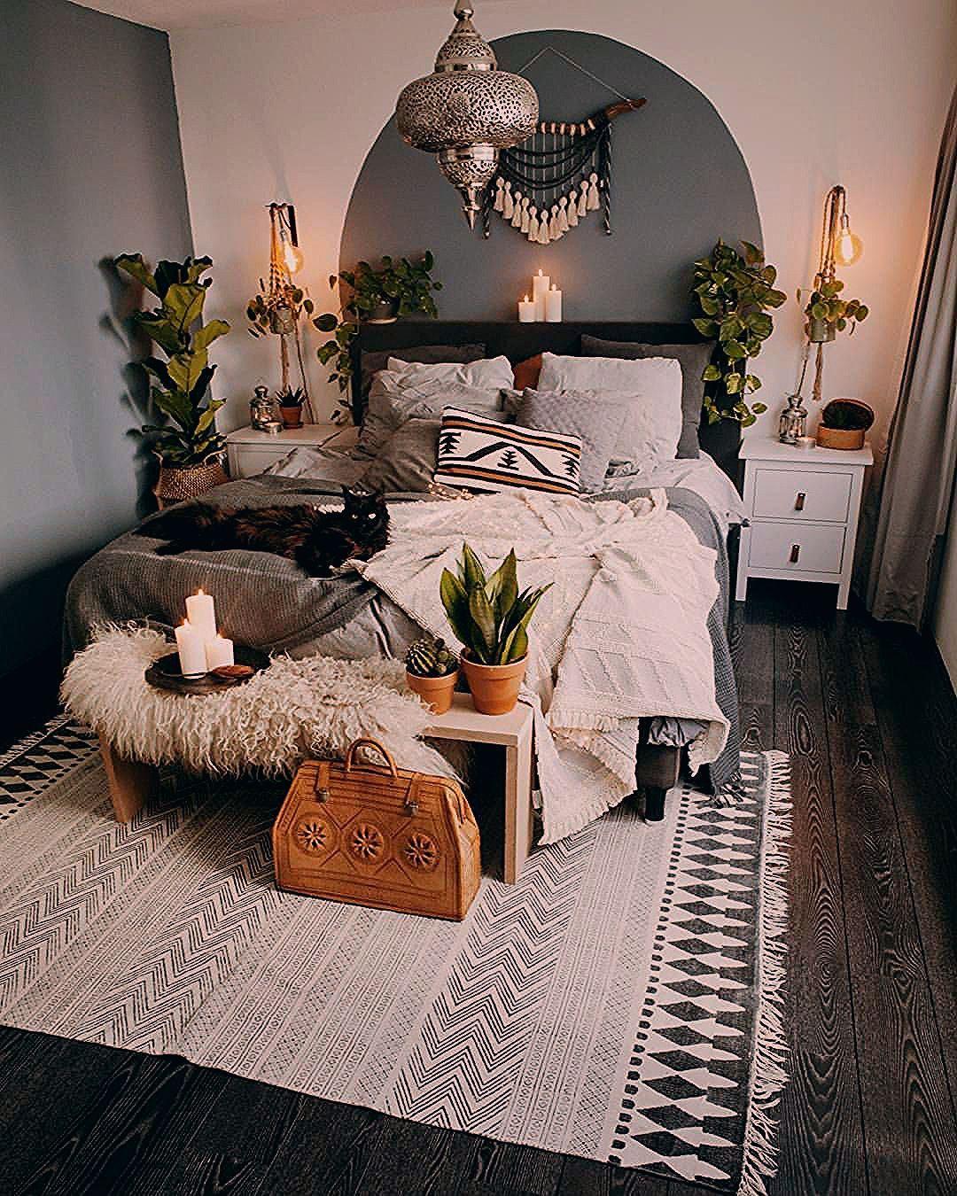 Minimalist Boho Bedroom - Interior Design Ideas & Home Decorating Inspiration - moercar
