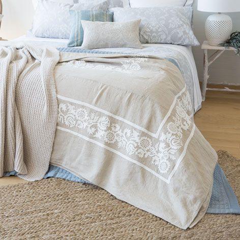 Colcha y funda de coj n lino bordado colchas cama for Fundas cojines zara home
