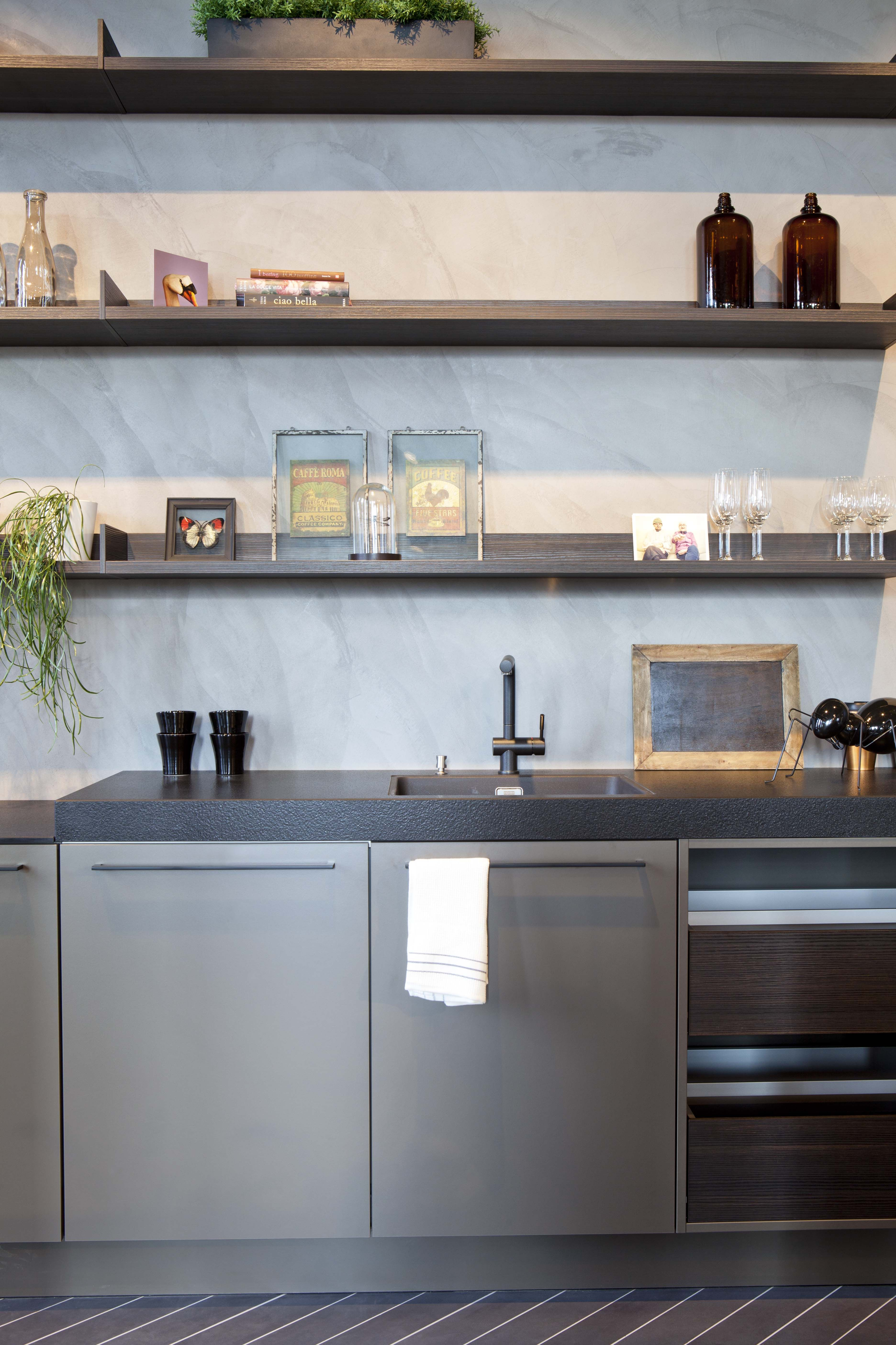 Keukens en badkamers showroom | Pinterest | Kitchens, Industrial ...