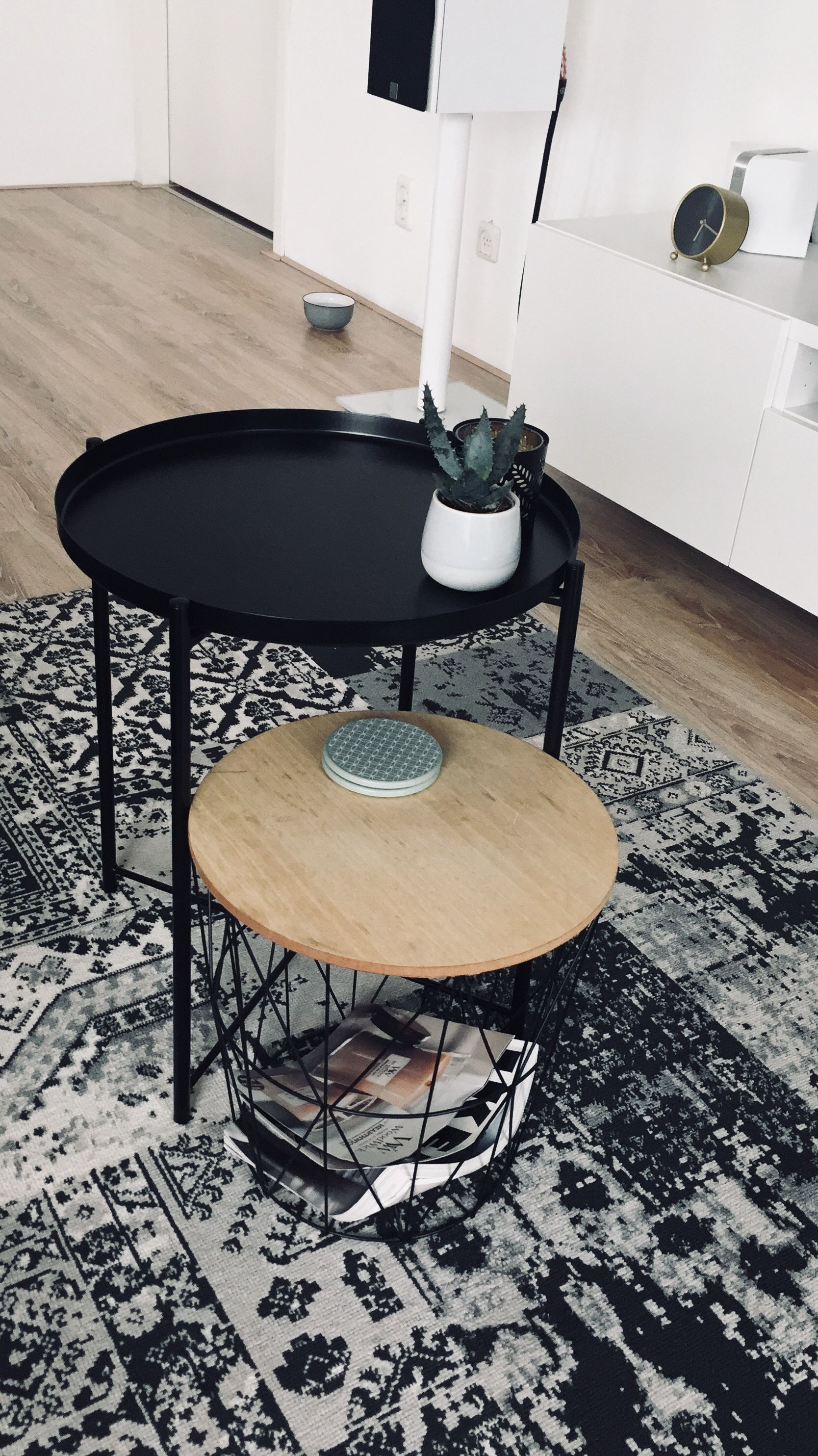 Rond Bijzettafeltje Ikea.Ikea Living Room Tables Table Carpet Gladom Ikea Leenbakker