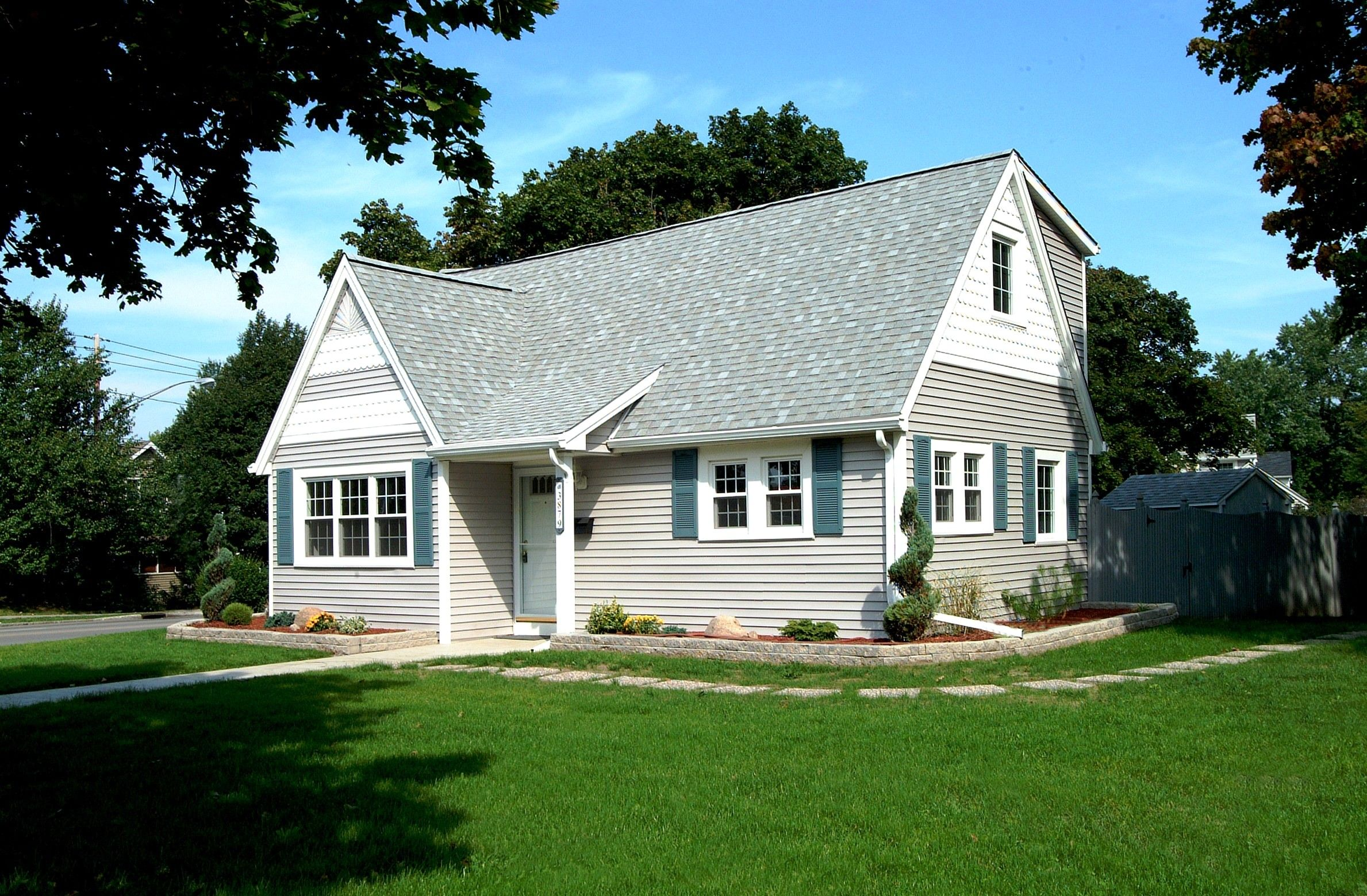 Light Grey Roof Pretty Houses Siding Contractors