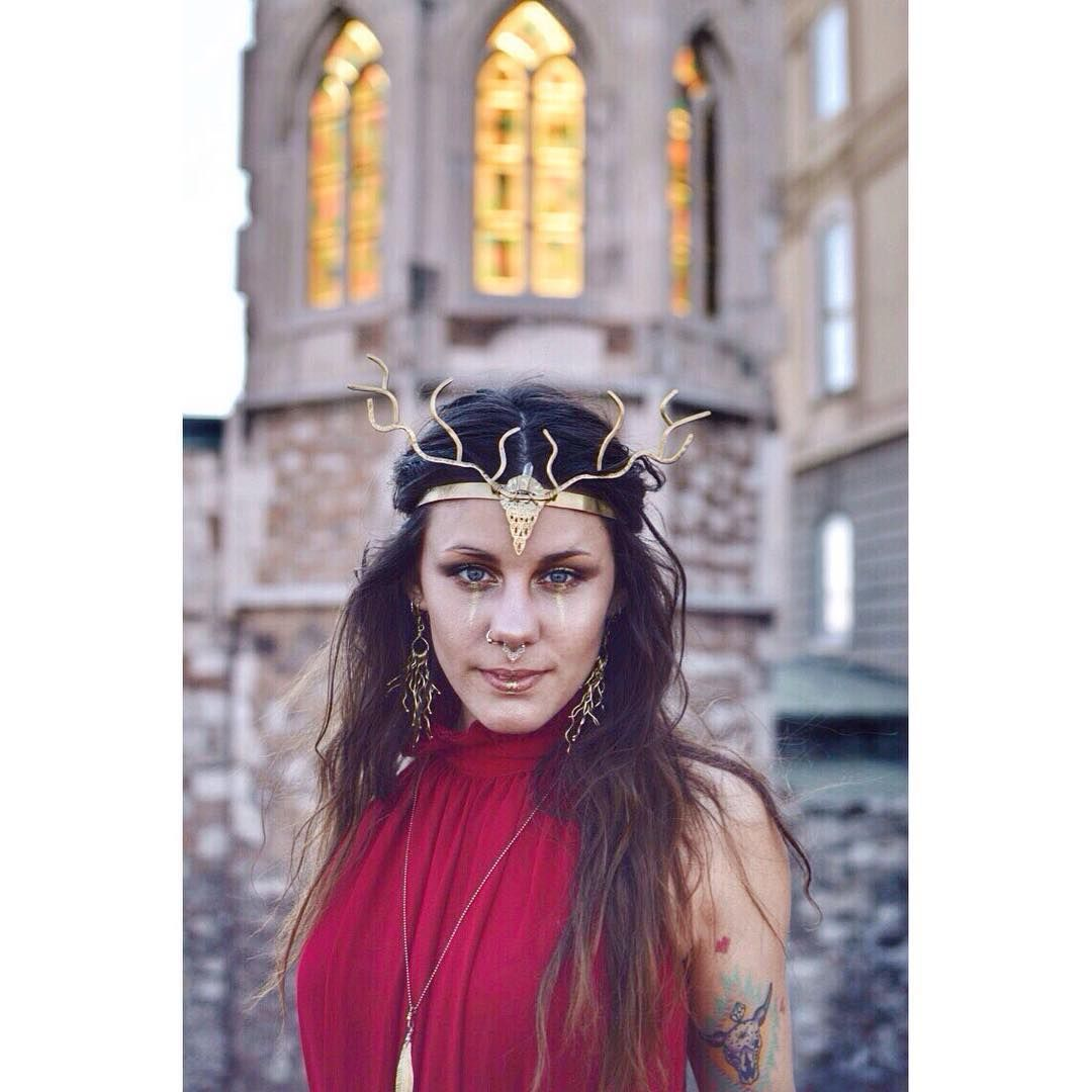 Photo: @bernadettishere  Make up: @agnespatakymakeup  Modelling by Orsolya Mészáros @manoluma #budapest #jewelrydesigner #antlers #crown #crystals #jewelry #jewellery #accessories #art #photo #photography #analog #fashion #style #summer #collection #woman #queen #nature #brass #handmade #amazon #boho #bohostyle #bohemian #festival #instadaily #instaphoto #sale #worldwide http://tipsrazzi.com/ipost/1520346040967247575/?code=BUZWqtLhjbX