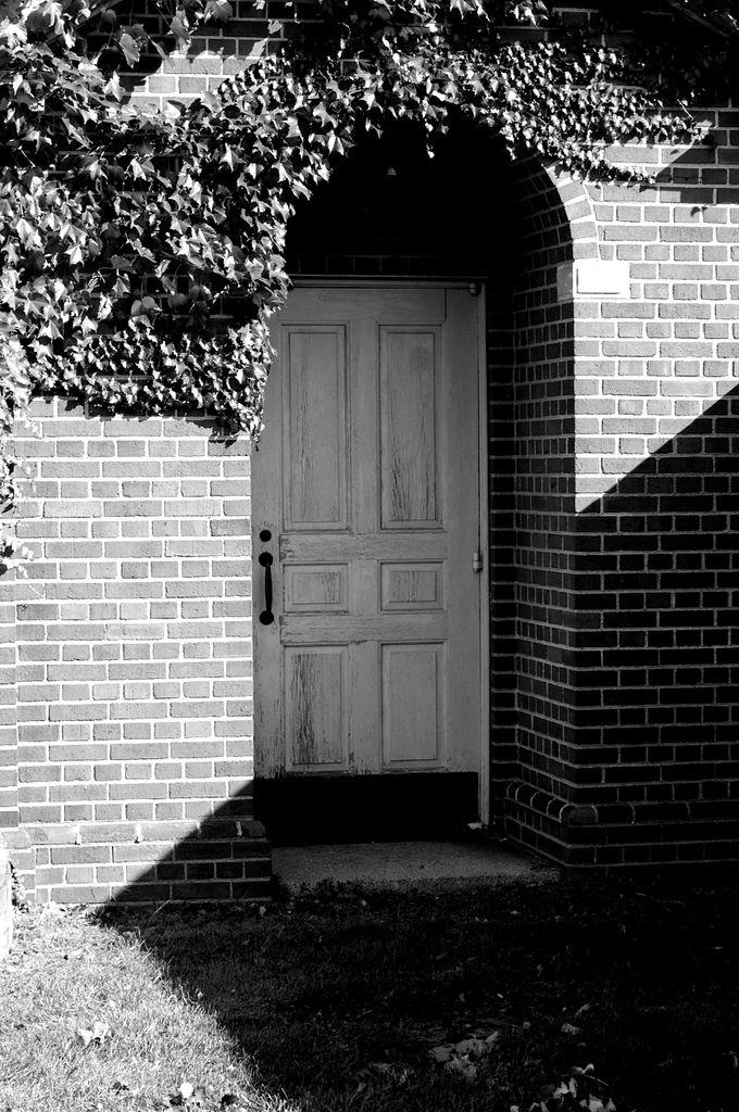 Monochrome Nightmare – Last Door